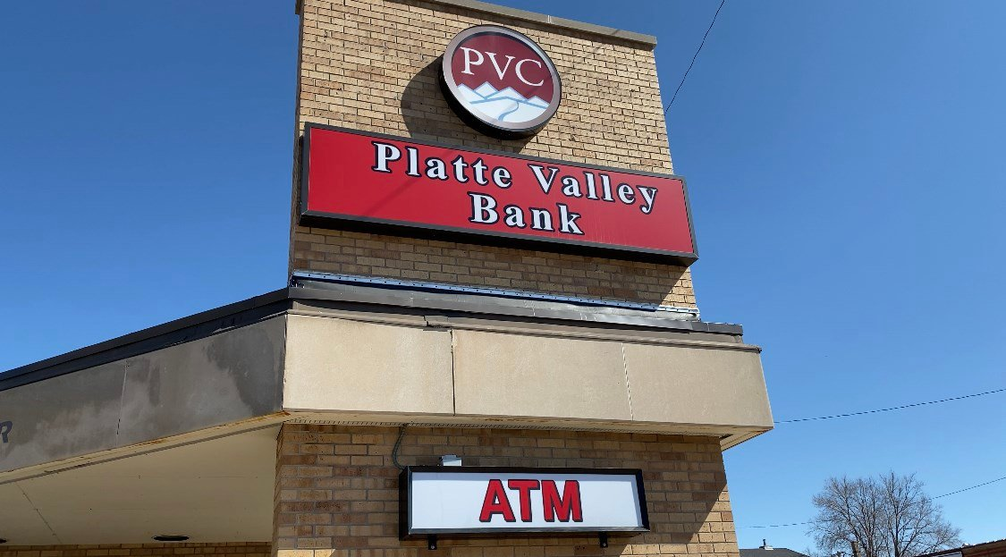 Platte Valley Bank holds ribbon cutting for temporary Chadron branch