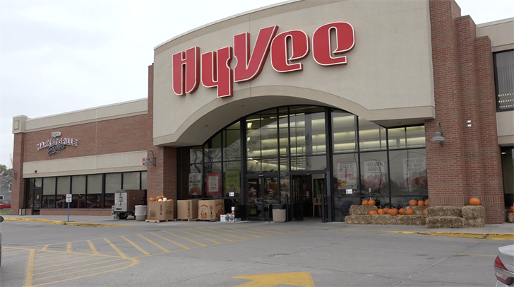 Hy-Vee no longer requiring masks for vaccinated customers