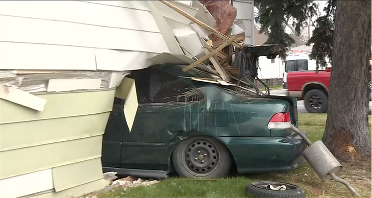 Car crashes into home in North Platte