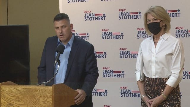 Police chief endorses Stothert, defends pay raise