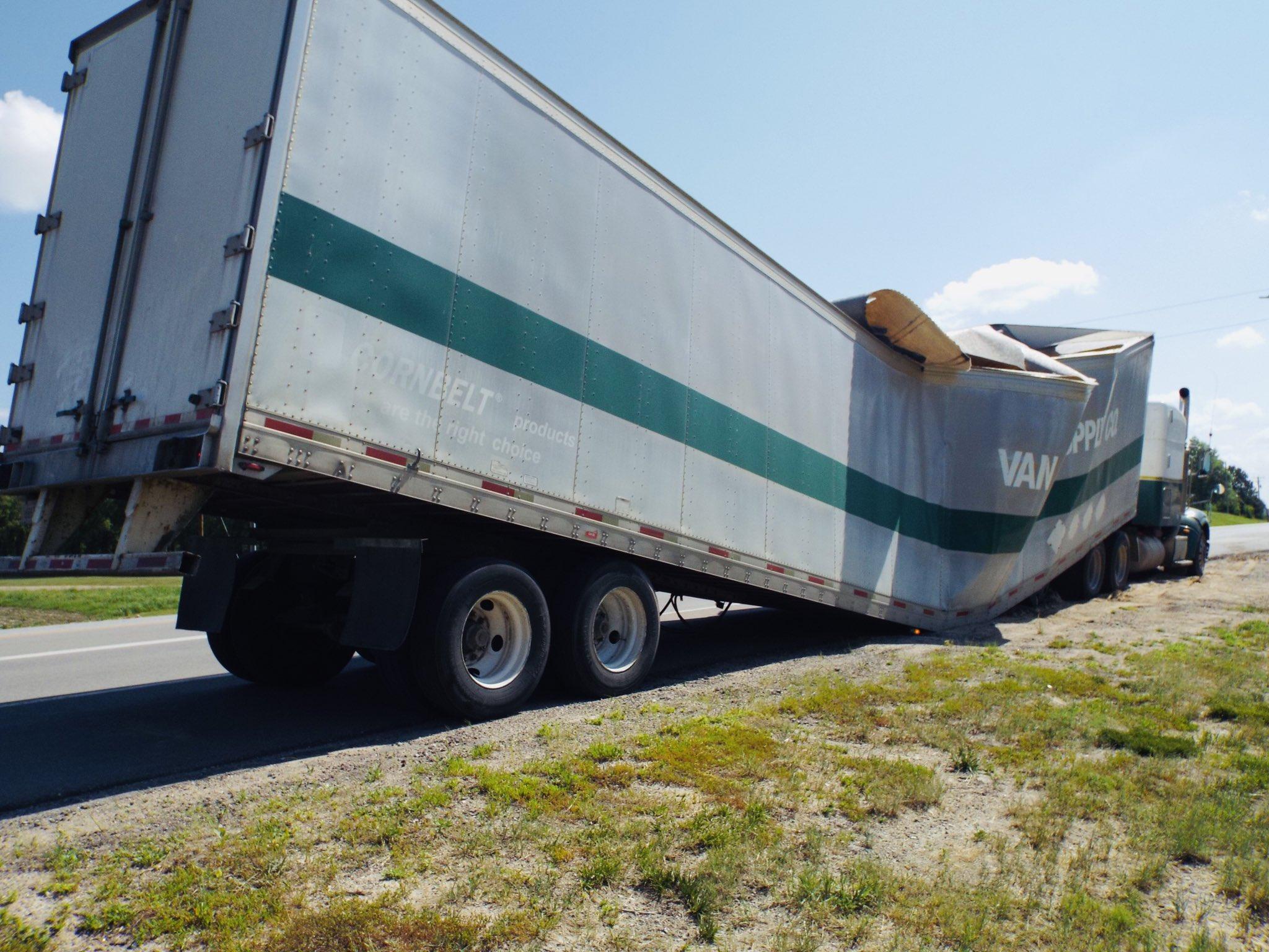 Semi trailer collapses near Beatrice