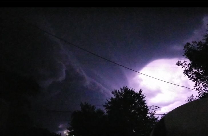 Thunderstorm line brings high winds, tree damage, power loss