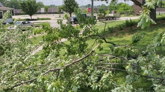 Thousands in Metro still without power