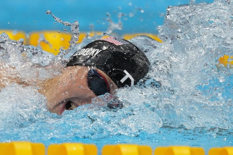 Olympics Latest: Ledecky wins 2nd Tokyo gold in 800m free