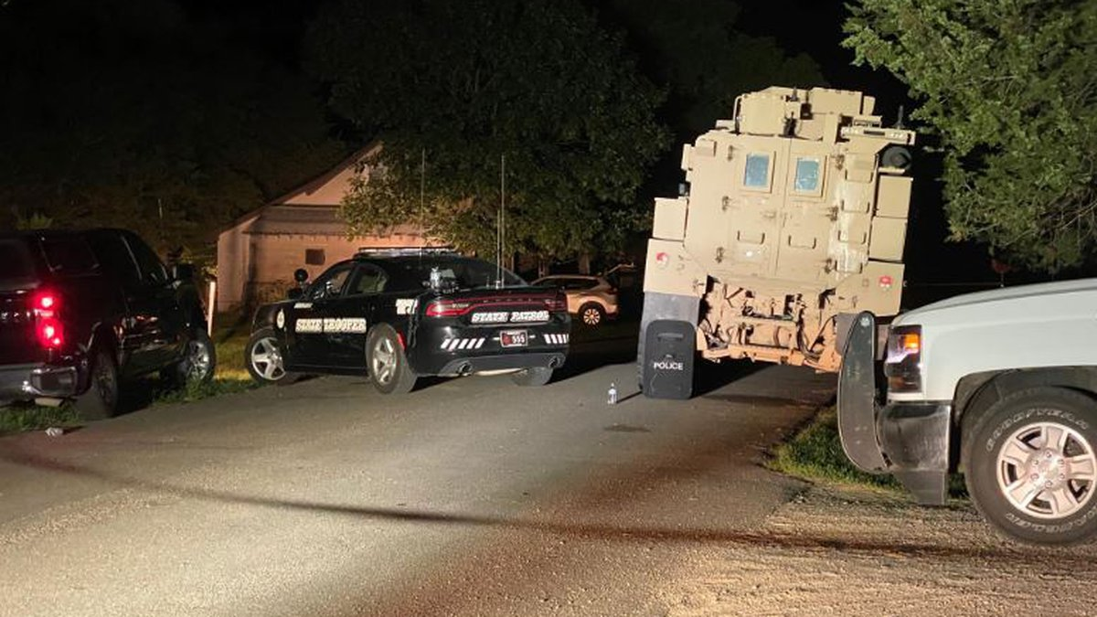 Nebraska trooper wounded, man killed in overnight shootout in Juniata