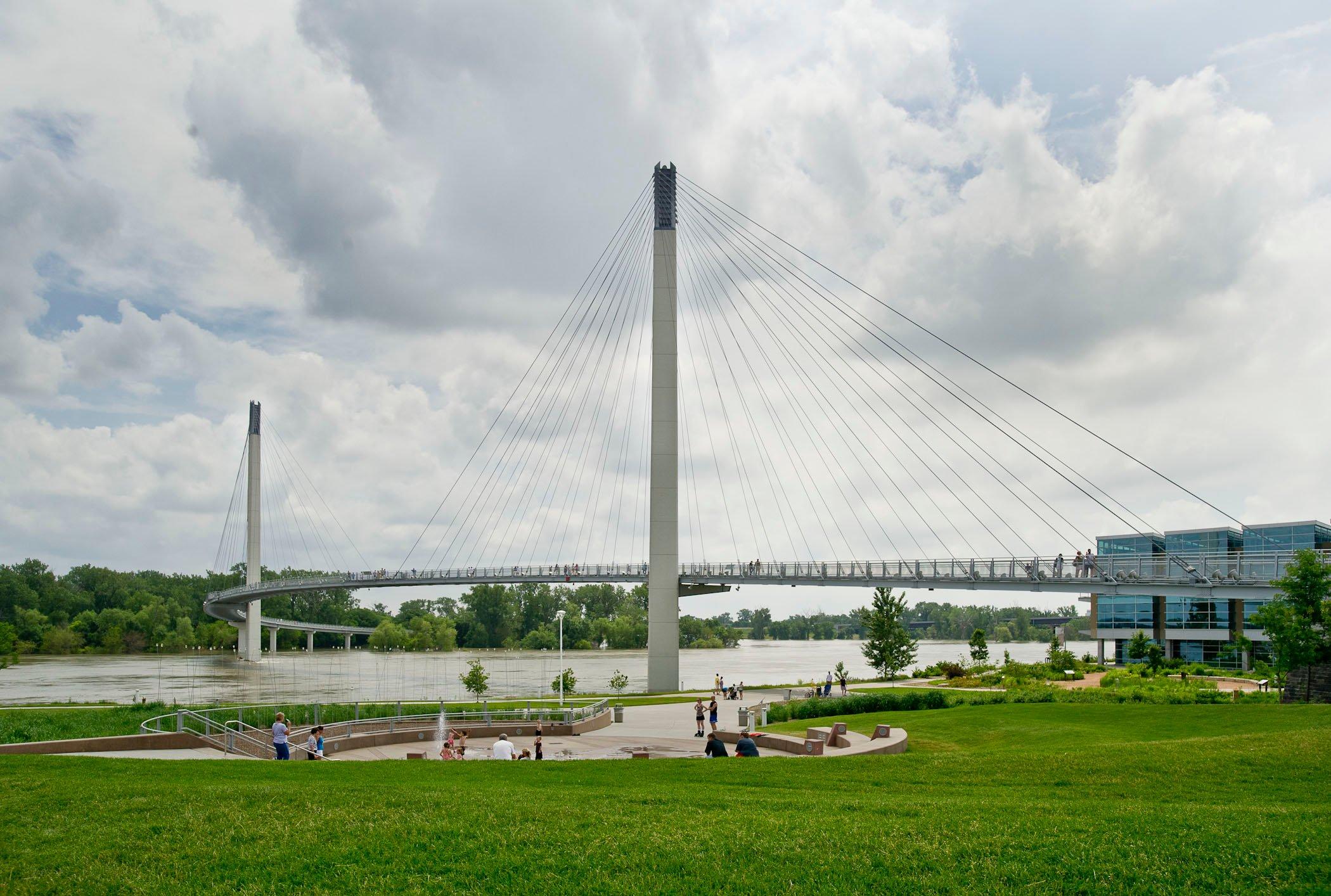 Omaha Police investigating death near Bob Kerrey Bridge