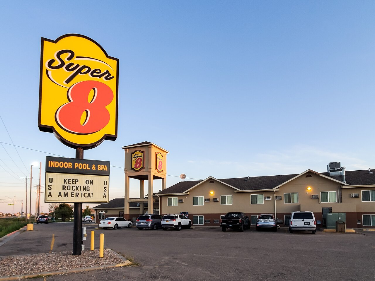 Police: Scottsbluff hotel employee defends self from attackers with box cutter