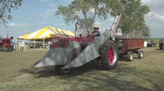 Petersburg tractor parade touts antiques, 1910 steamboat showcase