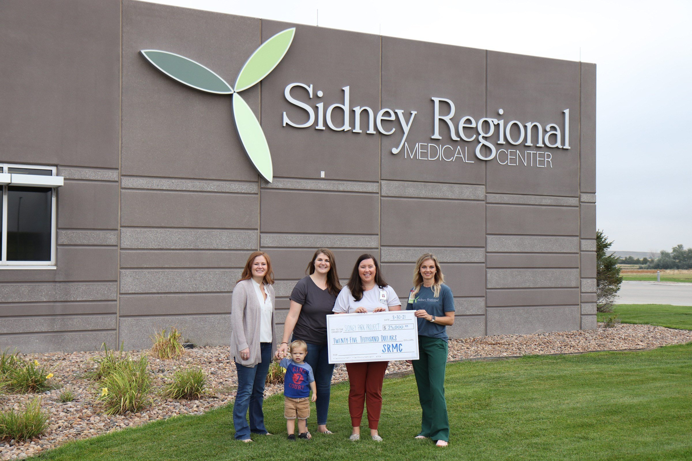 SRMC makes donation to Sidney Park Project